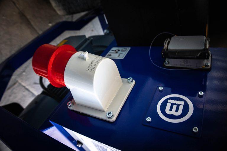toma electrica de la maquina OB-PRO 100 X